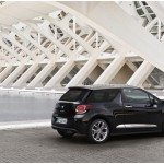 CITROEN DS3 CABRIO LANCIO SUL MERCATO DECAPOTTABILE FINO 120 KMH FANALE POSTERIORE 3D IPNOTICO TESTDRIVE PROVA SU STRADA FOTOGALLERY 064 150x150 - [FOTOGALLERY] Citroën DS3 CABRIO sportività mito eleganza e piacere in ogni momento