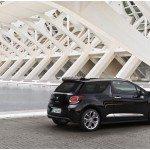 CITROEN DS3 CABRIO LANCIO SUL MERCATO DECAPOTTABILE FINO 120 KMH FANALE POSTERIORE 3D IPNOTICO TESTDRIVE PROVA SU STRADA FOTOGALLERY 065 150x150 - [FOTOGALLERY] Citroën DS3 CABRIO sportività mito eleganza e piacere in ogni momento