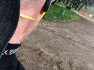 Auricolare stereo Jabra SPORT Bluetooth® da Running corsa ciclismo e sport allaperto unboxing e prima prova su strada durante una giornata piovosa utilizzo anche come radio stereo fm entrocontenuta test drive relizzata da michele ficara 53 300x225 - I migliori auricolari bluetooth wireless per il running, la prova di Jabra Sport