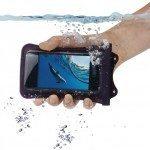 WP i20 iPhone Hand unter Wasser 150x150 - Vuoi proteggere il tuo iPhone anche in vacanza? Arriva Rolley WP-i 20