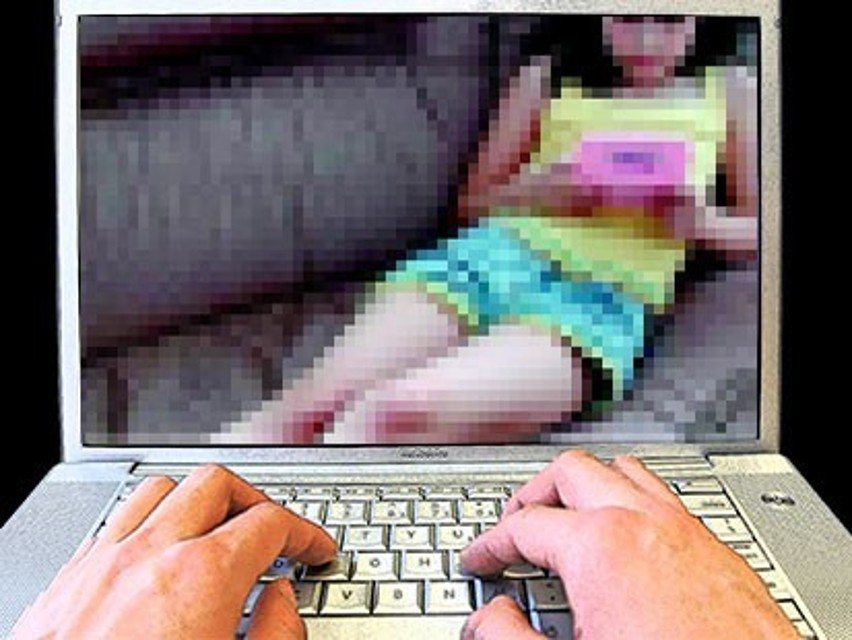 pedofilia - Facebook, Google, Twitter contro la pedopornografia online