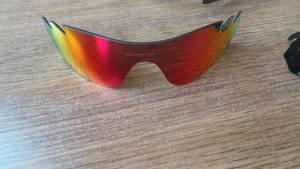 una delle lenti di ricambio degli oakley radarlock 300x169 - I migliori occhiali da sole sportivi: unboxing di Oakley Radarlock del Tour de France.
