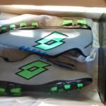 le Lotto Solista in tutto il loro splendore... in tutti i sensi 150x150 - La scarpa da calcio più originale: unboxing e recensione delle Lotto Solista