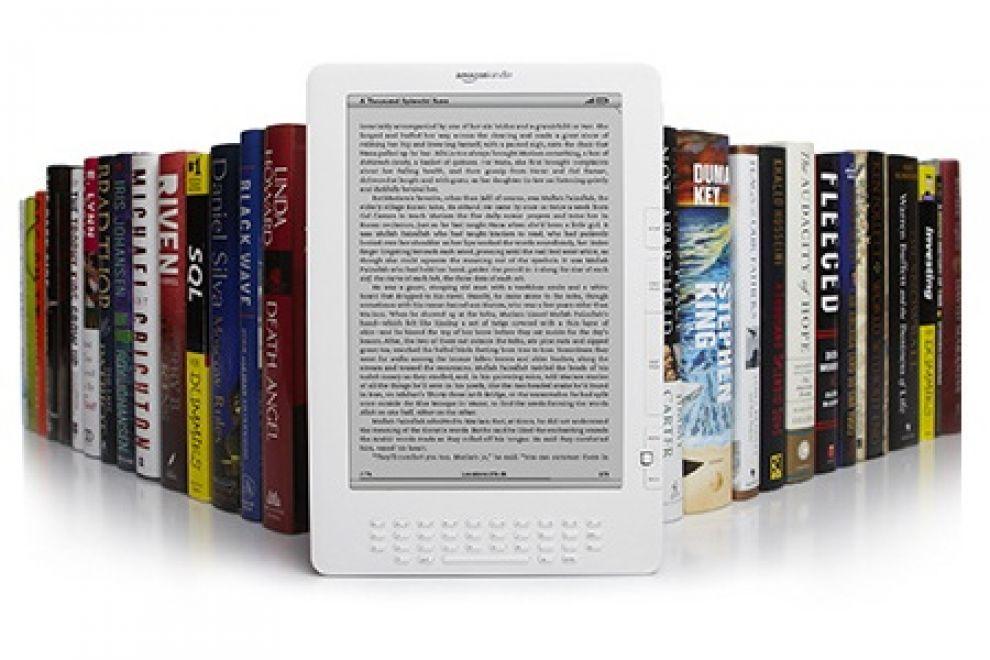 l43 110525165632 amazon kindle big - Amazon Kindle paga gli autori in base alle pagine lette