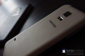 GalaxyS5Mini 12 300x199 - Samsung Galaxy S5 Mini il nuovo smartphone android presto in arrivo anche sul mercato italiano