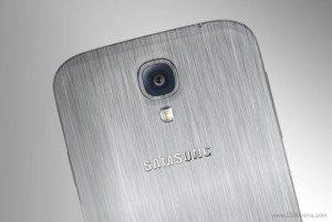 galaxy alpha 300x201 - Tra Apple e Samsung è guerra: Galaxy Alpha sarà l'iPhone killer.