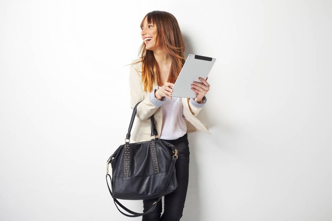 Comprare Kindle scegliere borsa capiente 1160x773 - Le migliori borse fashion femminili più capienti ed eleganti per trasportare Kindle, tablet e smartphone