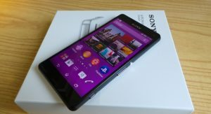 Sony Xperia Z3 Compact unboxing 300x163 - Recensione Sony Xperia Z3 Compact, l'impermeabile tascabile