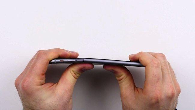 iPhone 6 Plus si piega 3
