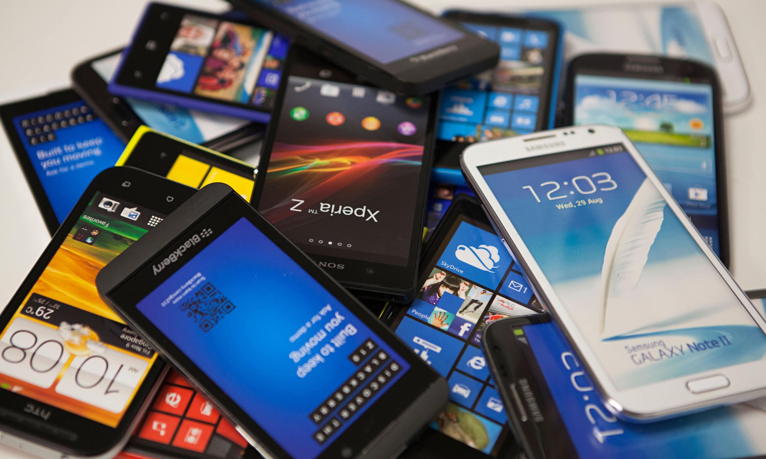 Risparmia sui regali con i migliori smartphone economici e scontati sotto i 200 euro