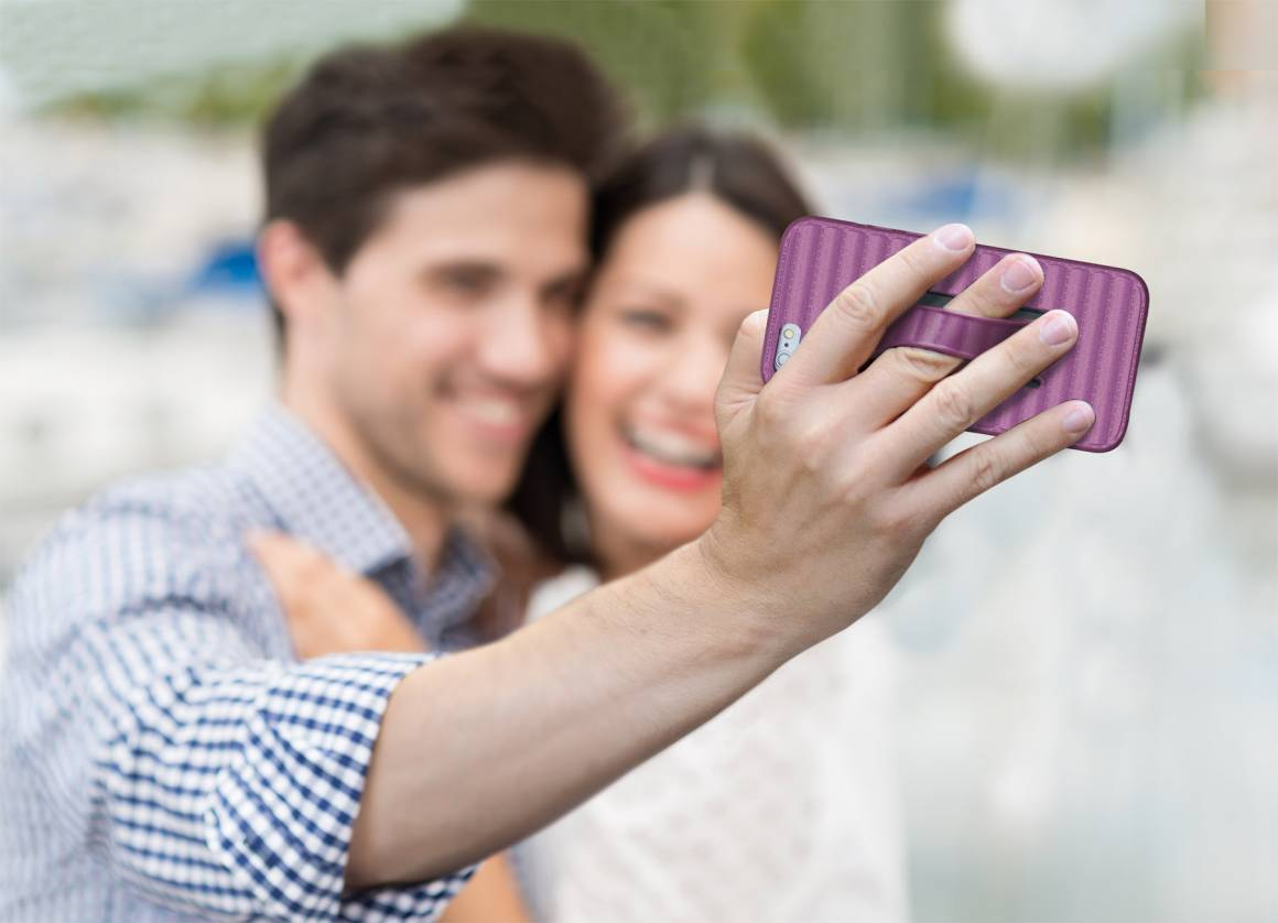 selfie RADIANT ORCHID 1160x838 - Pagare con un selfie: il metodo di Amazon.