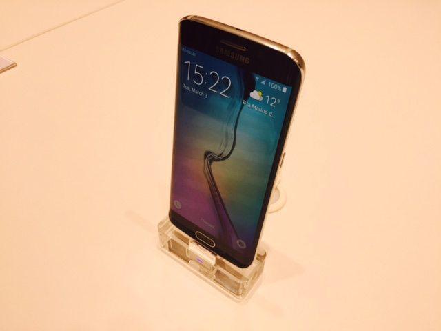 Samsung Galaxy S6 e Galaxy S6 edge 7 - Samsung Galaxy S6 e Galaxy S6 edge: il video dell'anteprima mondiale al Mobile Word Congress