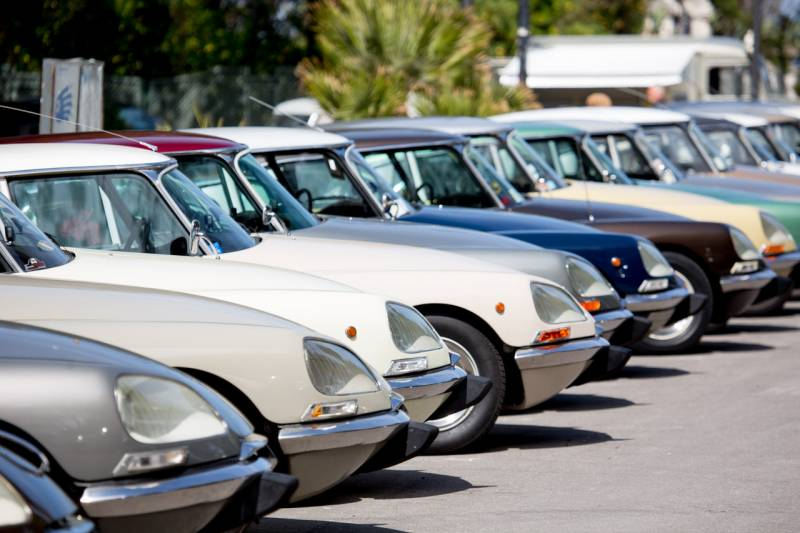 DS Raduno Rimini 3 800x533 - Raduno italiano Citroen Ds: 102 auto a Rimini