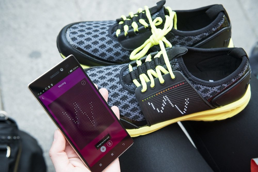 Vip Experience1 - La scarpa che si illumina e vibra: Smart shoe Vibram Lenovo