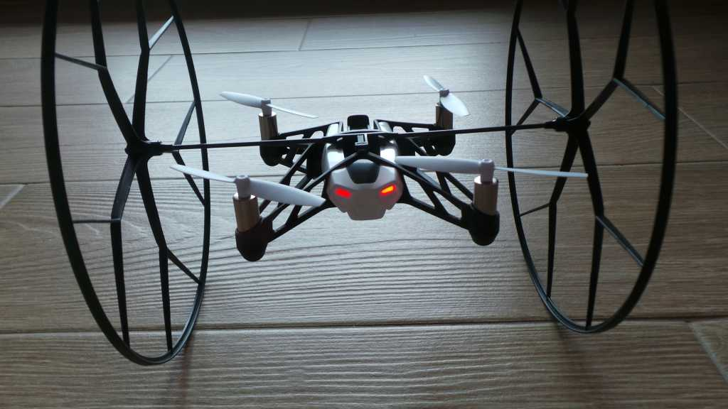 Recensione Parrot Rolling Spider 002 1024x576 - Recensione Parrot Rolling Spider: un drone nel palmo della mano