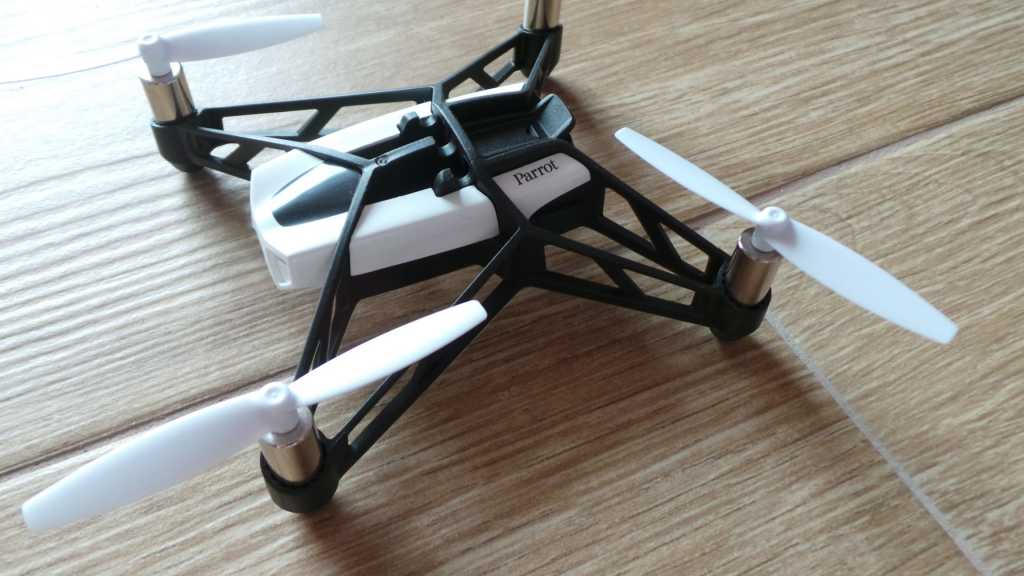 Recensione Parrot Rolling Spider 014 1024x576 - Recensione Parrot Rolling Spider: un drone nel palmo della mano
