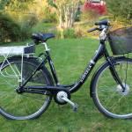 Pedalare senza fatica in città con una comoda bicicletta elettrica