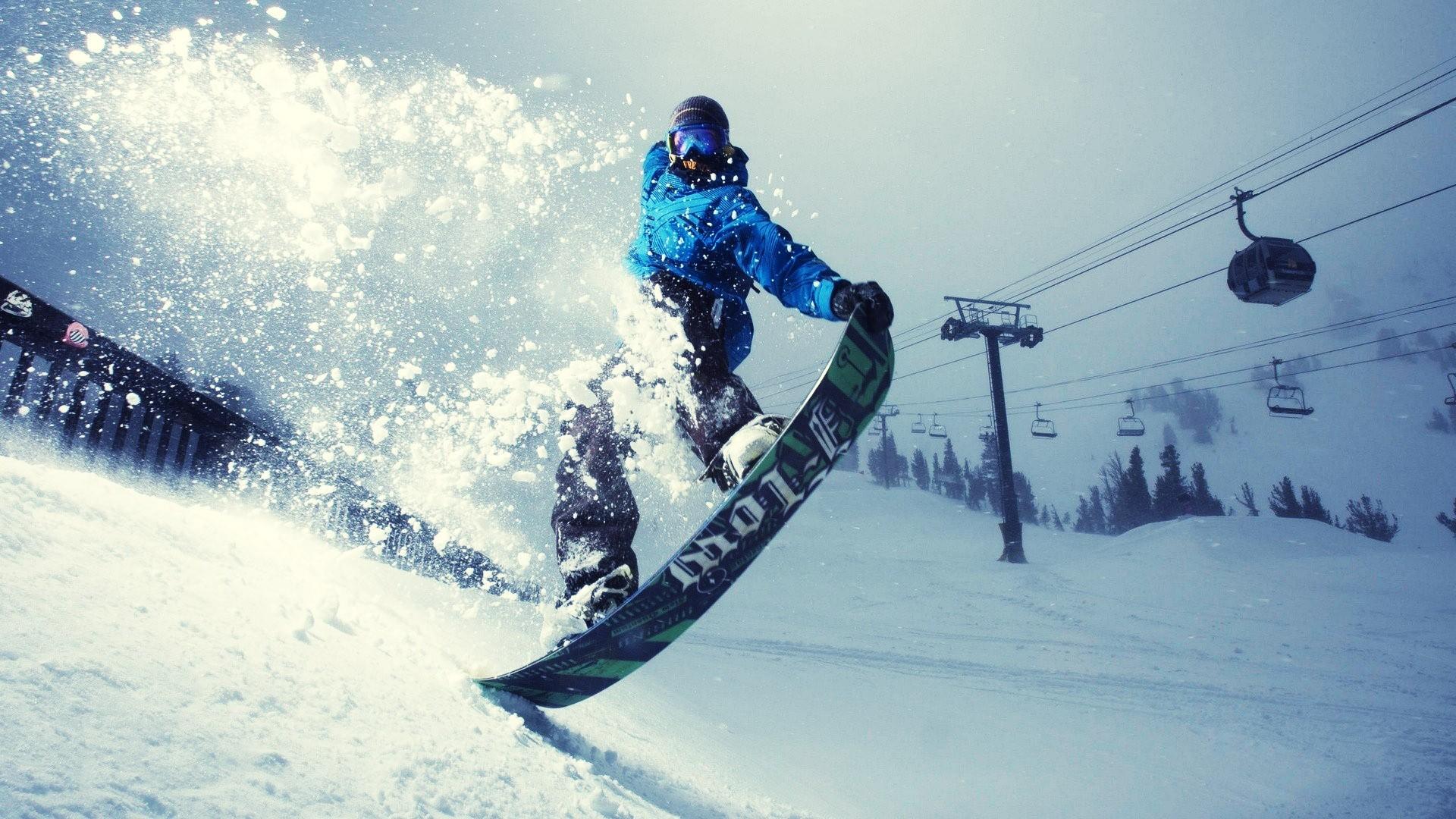 Divertirsi sulla neve come freerider con la migliore tavola snowboard economica