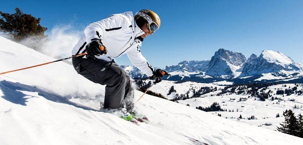 Divertiti in montagna sciando con i migliori sci economici suggeriti dai nostri esperti