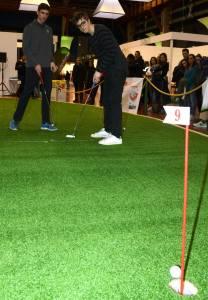 20160228 IGS il putt della vittoria di Marco Bucarelli Alessandro Montanari osserva Gianni Luni 208x300 - Italian Golf Show: i vincitori delle gare