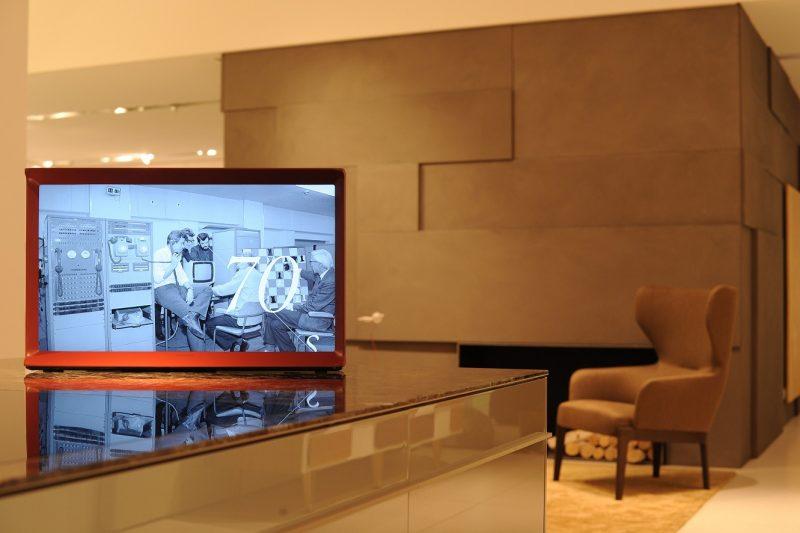 Samsung SerifTV MolteniC Vitra 05 800x533 - Nuovo concetto di televisore: arriva Samsung con Serif TV