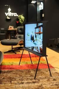 Samsung SerifTV MolteniC Vitra 08 200x300 - Nuovo concetto di televisore: arriva Samsung con Serif TV