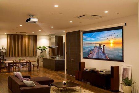 Videoproiettori per l'ufficio e la casa con tecnologia 3LCD e funzionalità versatili