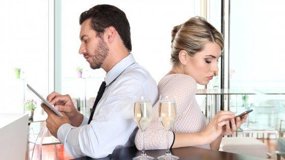 Lossessione da connessione continua colpisce gli italiani - L'ossessione da connessione continua colpisce il 37% degli italiani