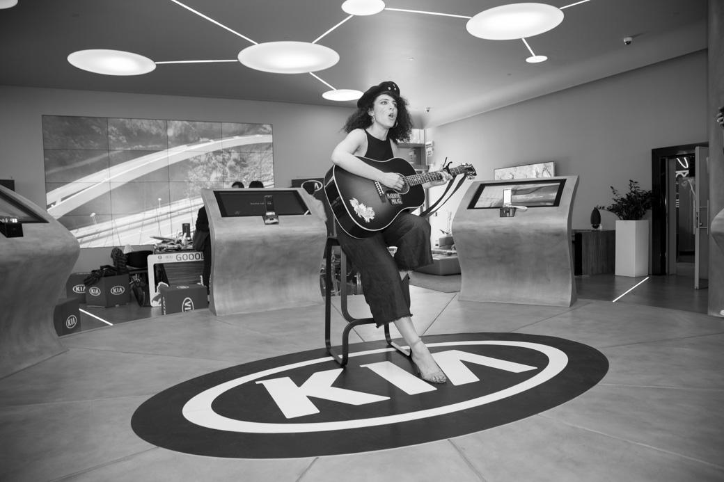 MARIANNE MIRAGE - Grande successo del @DivanoRolling con Kia e Samsung