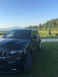 test drive grand cherokee srt15 225x300 - Jeep Grand Cherokee SRT: prova su strada a Pozzolengo