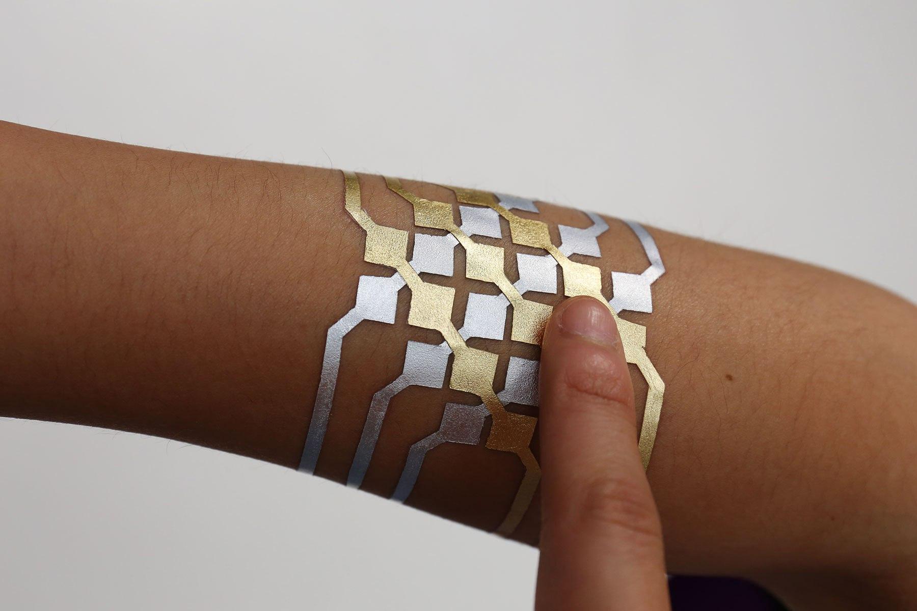 Un tatuaggio d'oro rivoluziona la tecnologia: ecco perchè