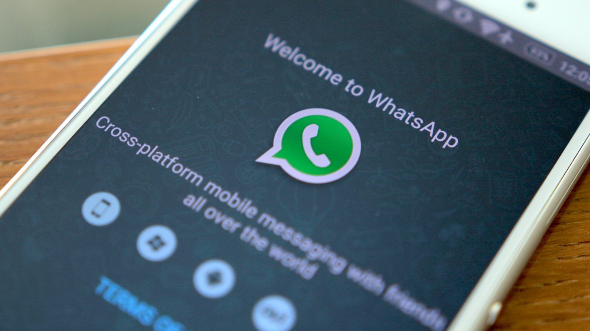 WhatsApp, con il prossimo aggiornamento arriva la personalizzazione e la traduzione del testo