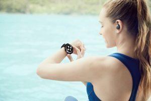 Gear S3 Lifestyle 02 300x200 - Samsung lancia Gear 3 lo smartwatch sempre acceso e che dura 3 giorni