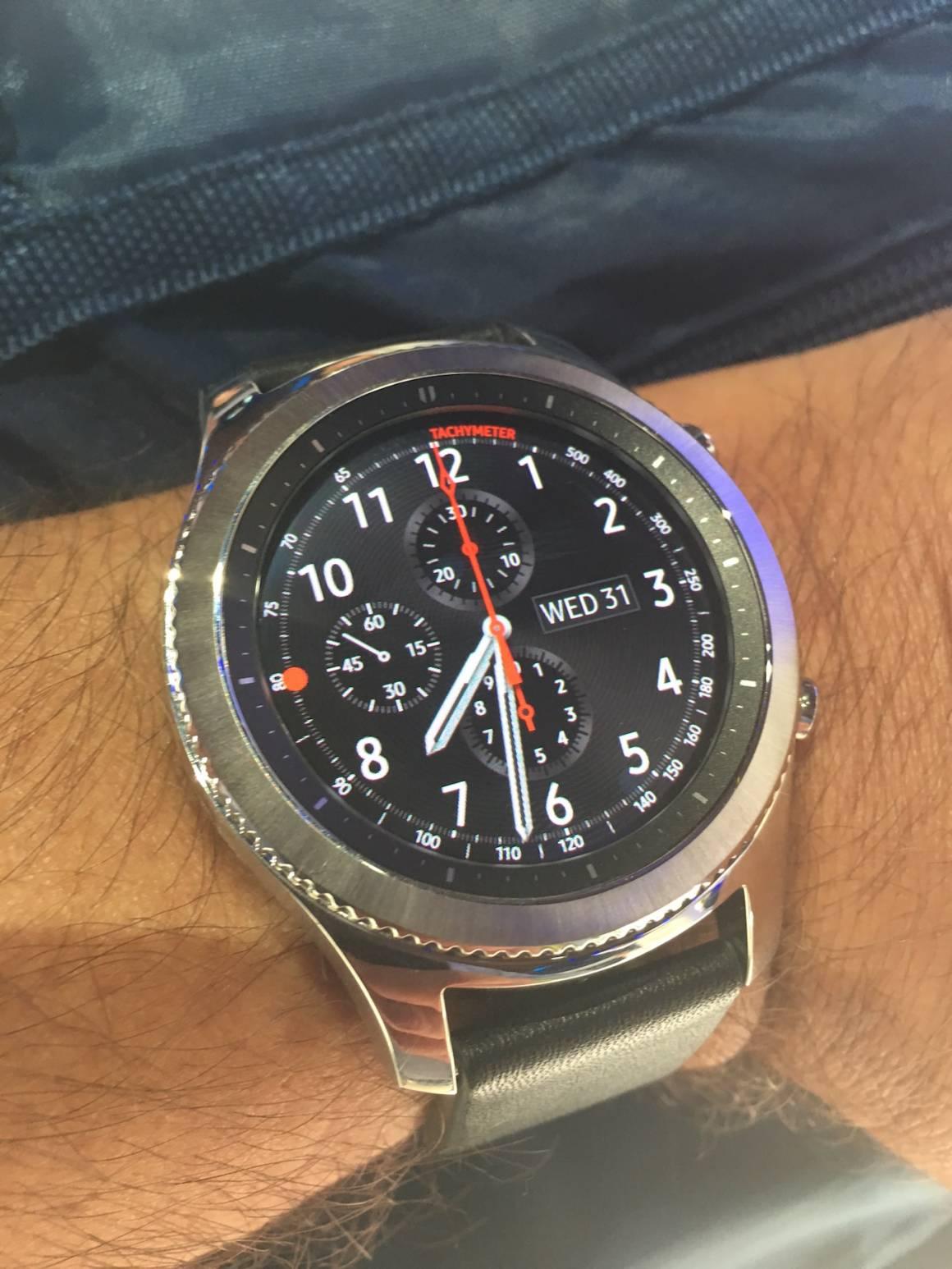 Samsung lancia Gear 3 lo smartwatch sempre acceso che dura 3 giorni 1160x1546 - Samsung lancia Gear 3 lo smartwatch sempre acceso e che dura 3 giorni