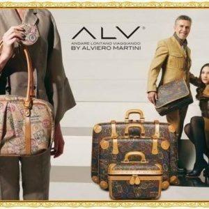 img 6573 3 300x300 - Lo stilista Alviero Martini: il timbro della riconoscibilità sulla mappa dello stile