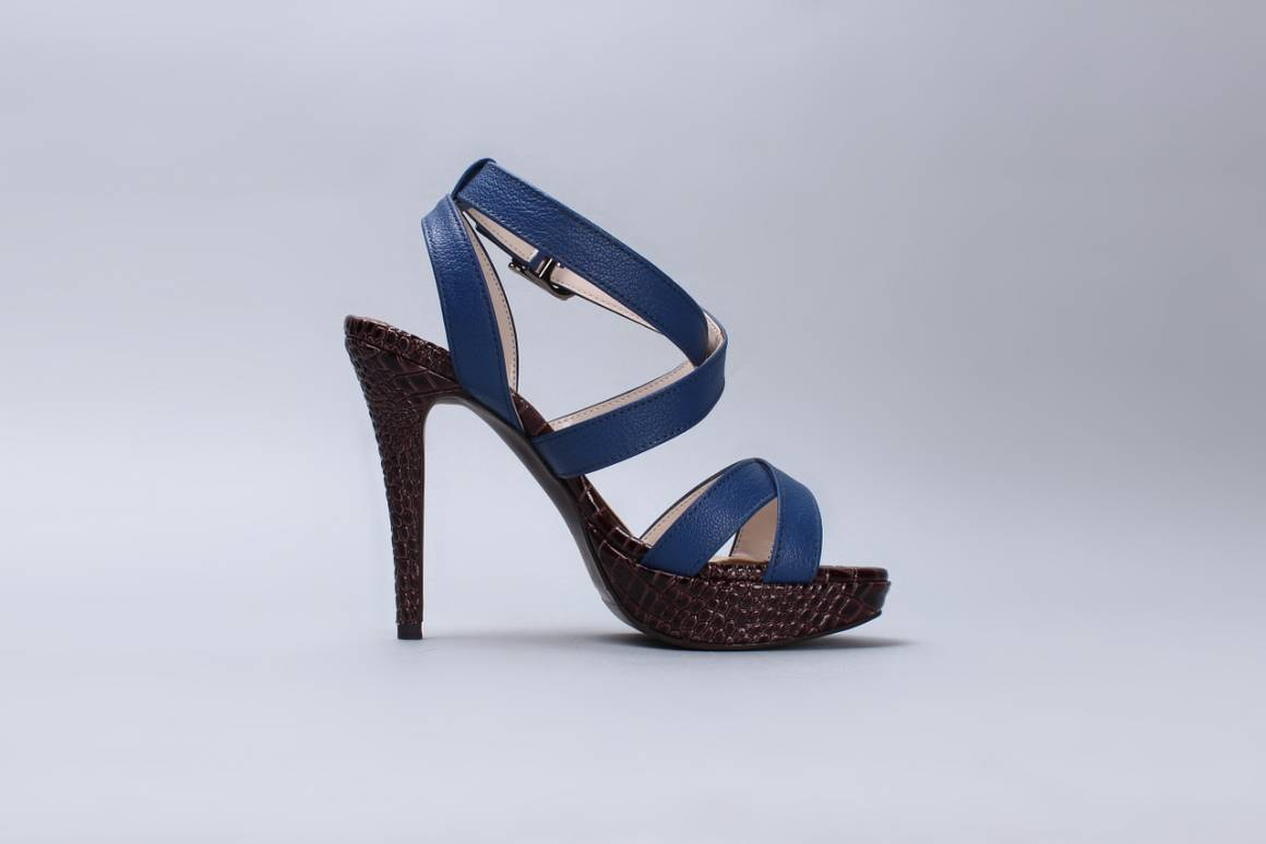 sandali 1473668828 1160x773 - Come essere elegante ed alla moda indossando i migliori sandali femminili