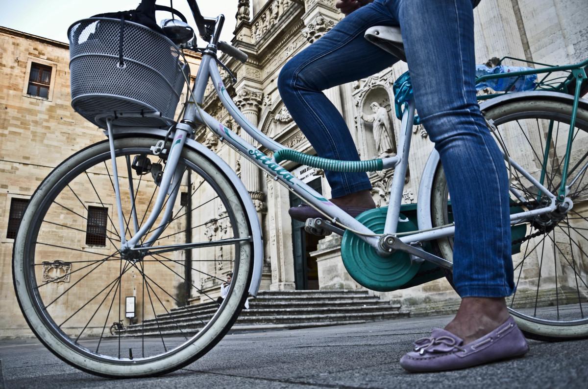 Risparmia sui costi dei trasporti utilizzando in città la migliore bicicletta consigliata