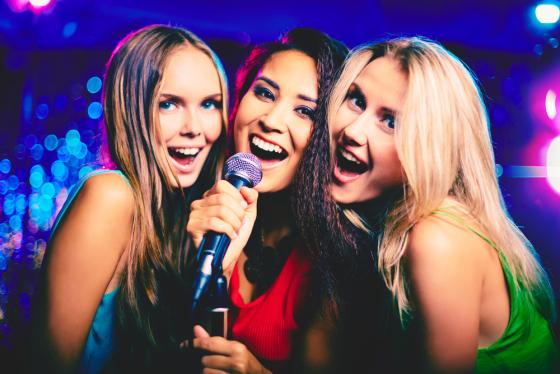 Interpreta i tuoi brani preferiti con il migliore microfono karaoke!