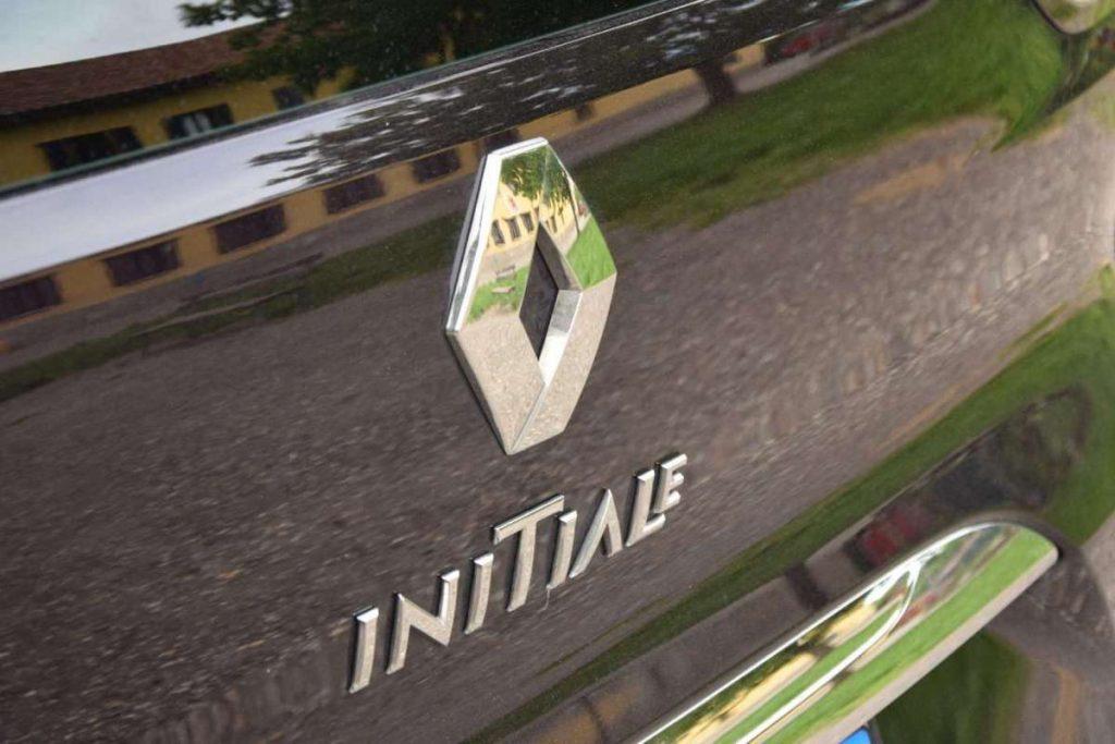 renault espace initiale paris logo portellone 1024x683 - Renault Espace Initiale Paris: prova su strada a Courmayeur