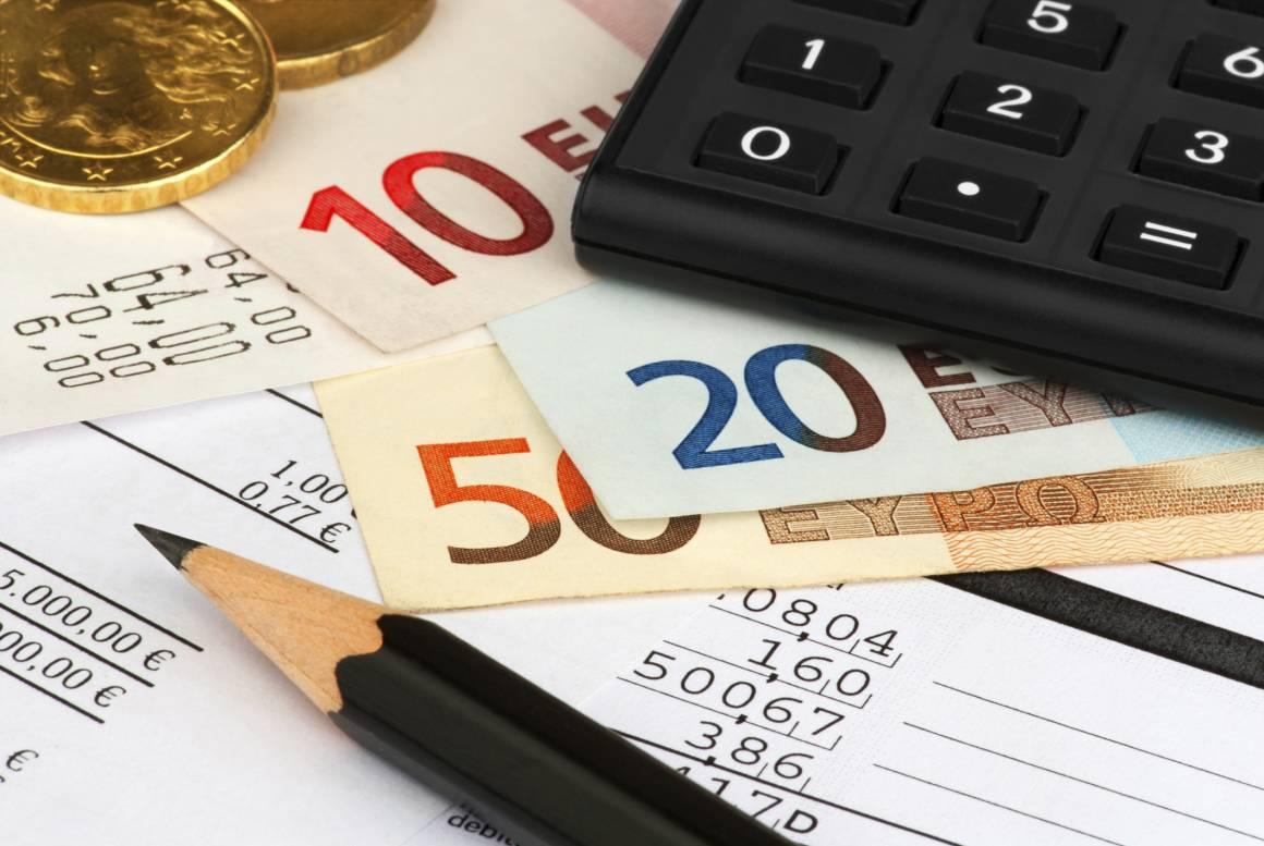 93110 bollette piemontesi 1160x777 - Tariffe, dopo le feste arriva la stangata: 986 euro a famiglia