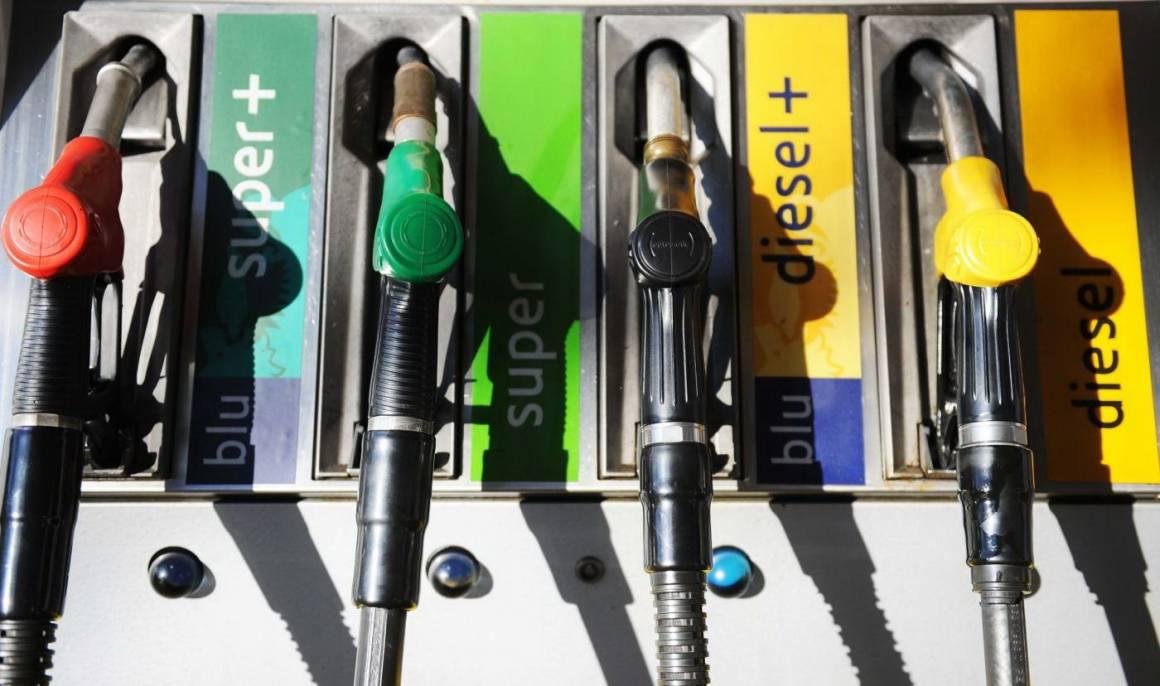 benzina 1160x686 - Babbo Natale porta la stangata sulla benzina da 130 milioni di euro