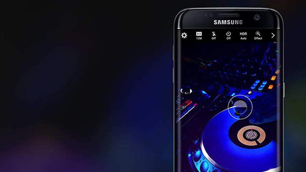 galaxy s8 cuffie fotocamera - Galaxy S8 muove voci su fotocamera e AI