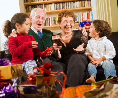 migliori regali per nonni - Natale 2016: trova i migliori regali per nonni grazie ai consigli degli esperti