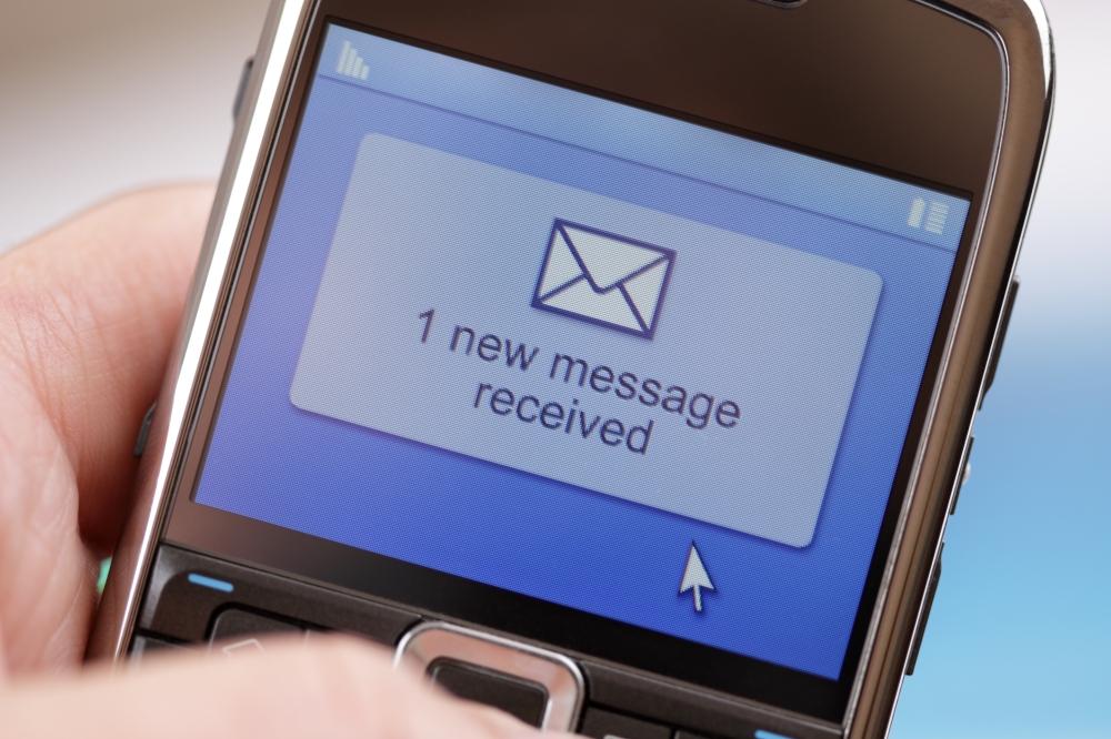 sms calo 75 per cento - WhatsApp manda in pensione gli sms