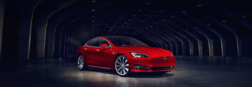 tesla incidente - Tesla pilota automatico scongiura un incidente mortale