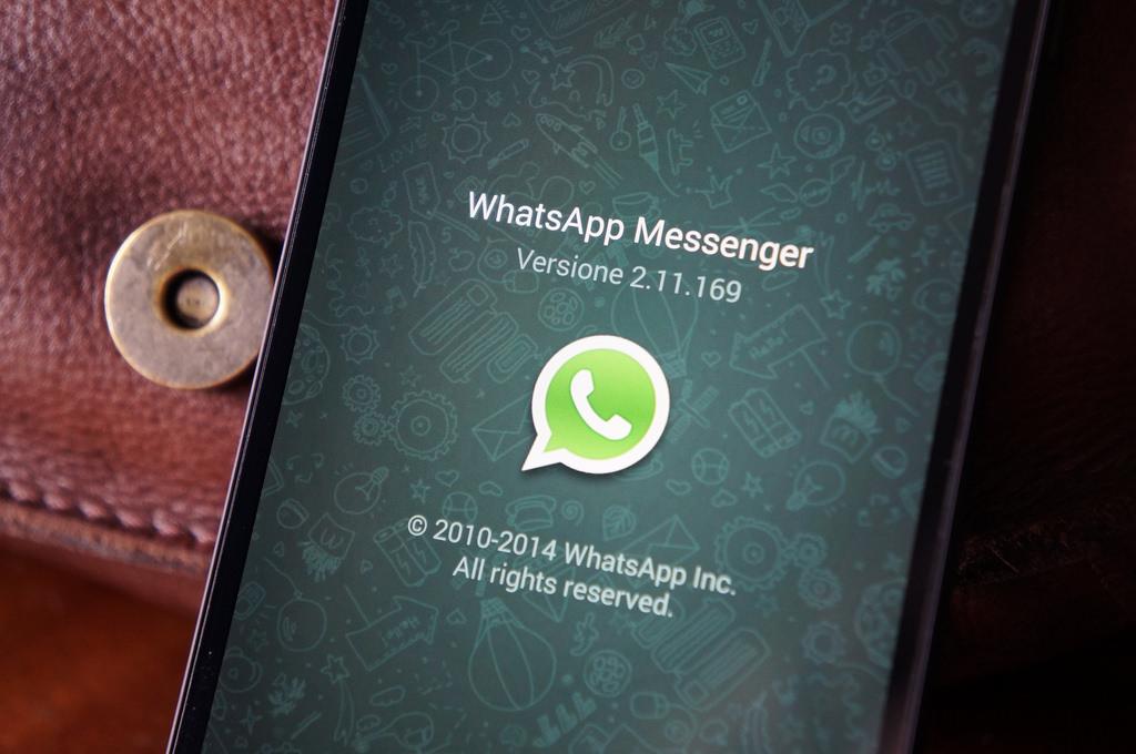 whatsapp - WhatsApp, c'è uno spione che entra nei gruppi