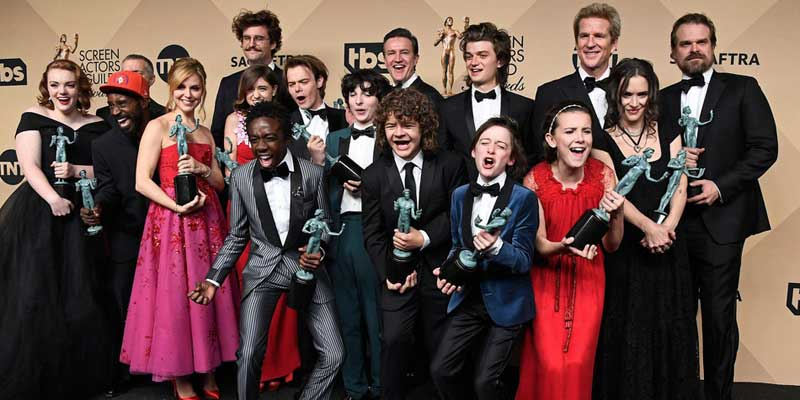 stranger things sag awards copertina - Emma Stone e Denzel Washington e Stranger Things trionfano ai SAG Awards
