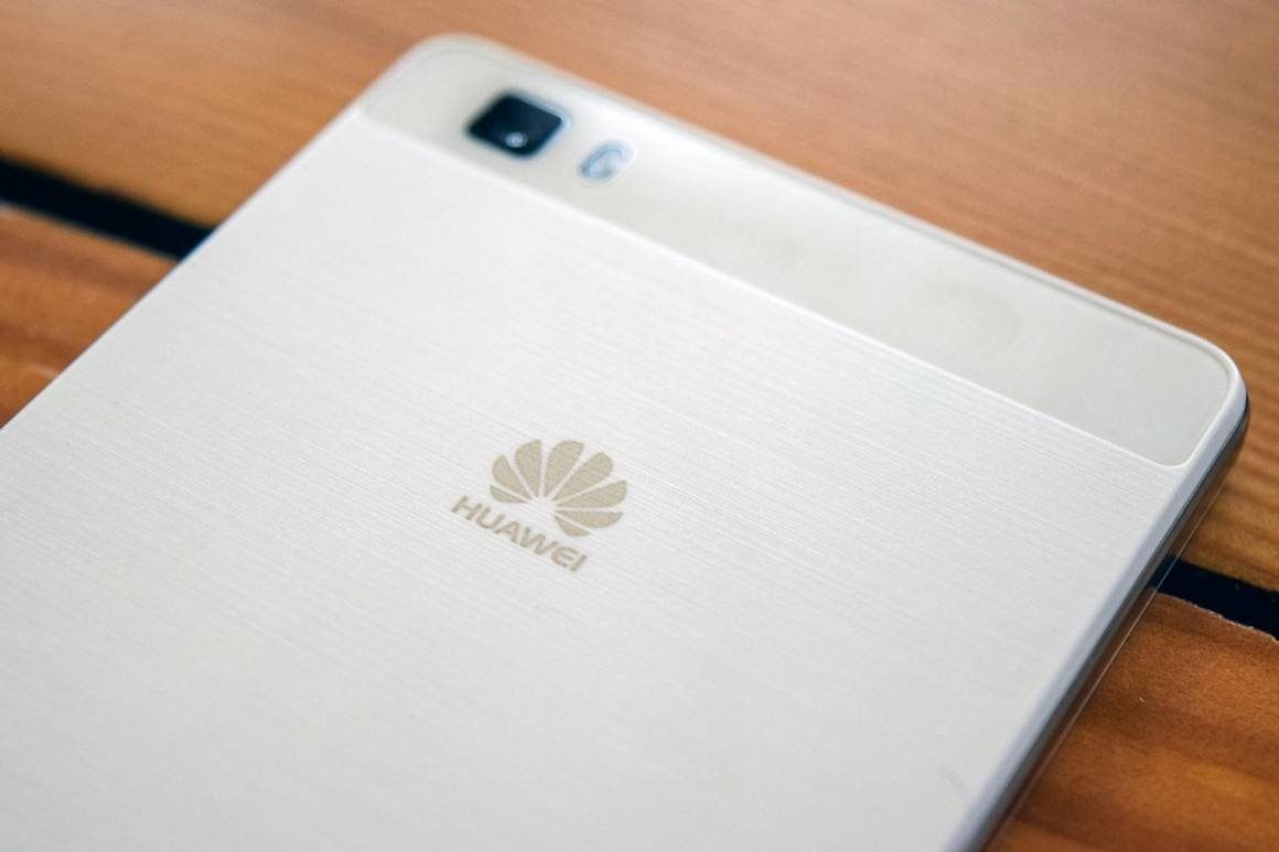 Huawei honorv9 1160x773 - Huawei sfida i big e prepara un suo assistente vocale. Ma solo per la Cina