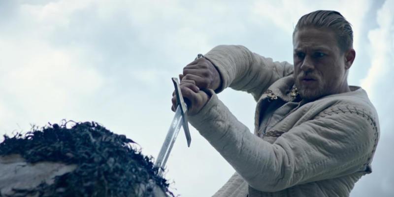 King Arthur 01 - Charlie Hunnam sul poster ufficiale italiano di King Arthur - Il potere della spada