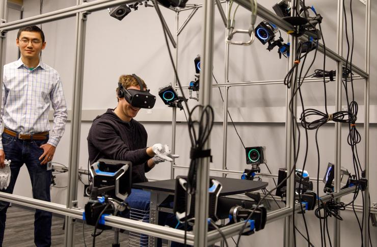 oculus guanti - Oculus Rift, i guanti per la realtà virtuale di Facebook. Si potrà scrivere e disegnare